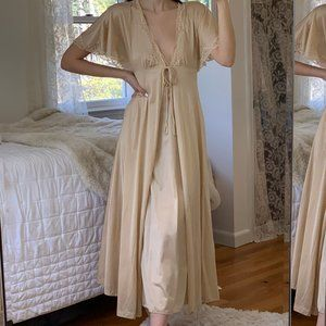 Vintage Lily of France Nude Lace Floor Length Robe
